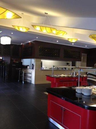 restaurant l 39 aigle royal dans quimper avec cuisine asiatique. Black Bedroom Furniture Sets. Home Design Ideas