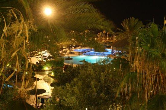 Hotel Elba Sara:           hotel w nocy/        hotel at night