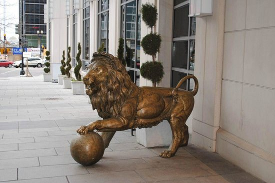Embassy Suites by Hilton Washington-Convention Center:                   lion in front of the hotel