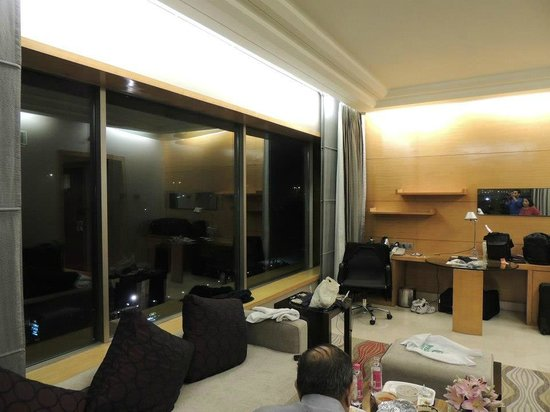 Crowne Plaza Hotel Gurgaon :                   suite, corner view