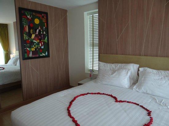Centara Pattaya Hotel:                   walls and interiors