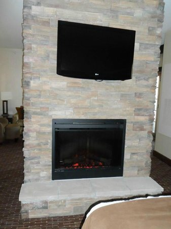 Deadwood Mountain Grand Hotel, a Holiday Inn Resort:                   fireplace and tv in room