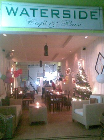 Waterside Cafe & Bar:                   Water Side Cafe' & Bar