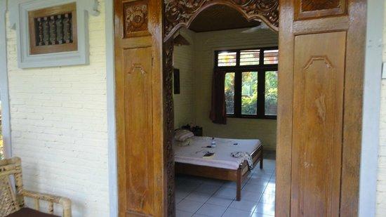 Puri Manik Sari Hotel:                   Bedroom
