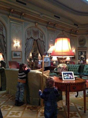El Palace Hotel:                   холл