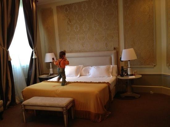 El Palace Hotel:                   номер