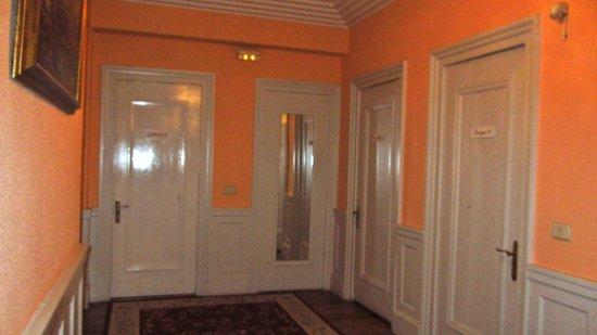 Hotel Neguri:                   Distribuidor de las habitaciones