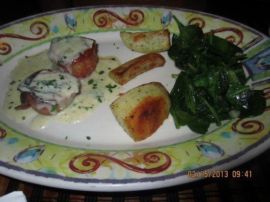 Caruso's Tuscan Cuisine:                   Bacon wrapped Sea Scallops in a Basil Cream sauce