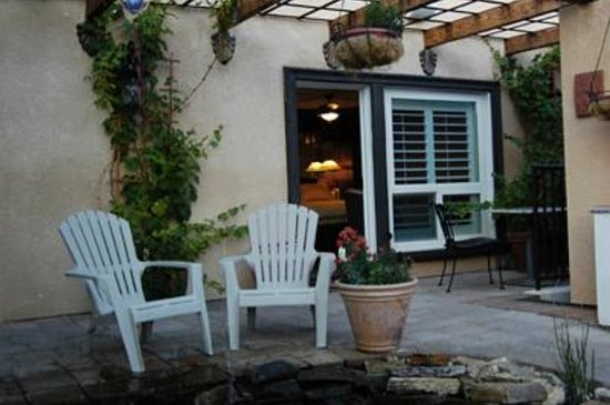 Milo's Inn at Boulder:                   Courtyard