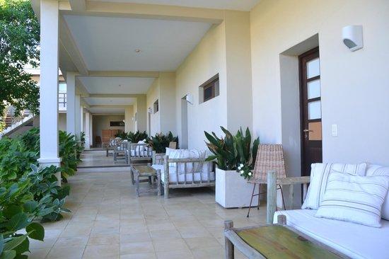 Brisas de La Pedrera Boutique Hotel:                   El pasillo de las habitaciones del primer piso