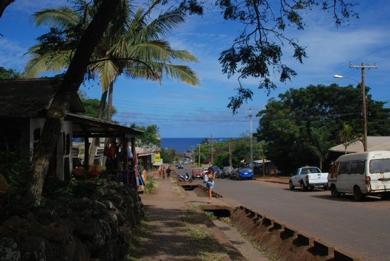 Kaimana Inn Hotel & Restaurant :                   Road leading towards the Beach 3 short blocks from the Hotel