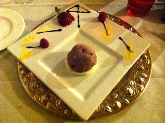 Hotel Camana Veglia:                   Semifreddo al cioccolato e cocco