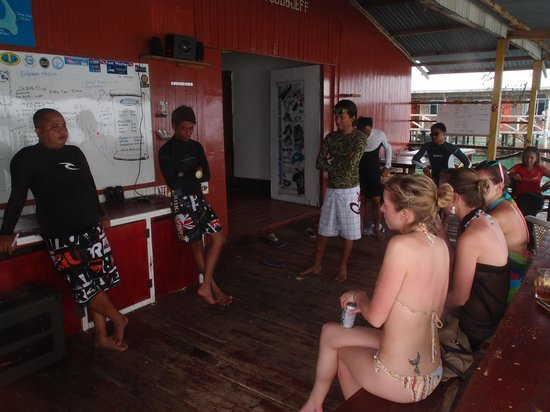 Scuba Jeff Guest House:                                     Diving briefing from Jeff