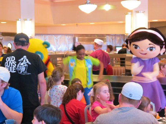 Disney's Hollywood Studios:                   Character lunch at Hollywood & Vine