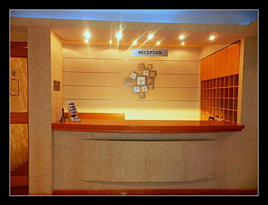 Plaza Hotel : reception ready to wellcome you and serve you