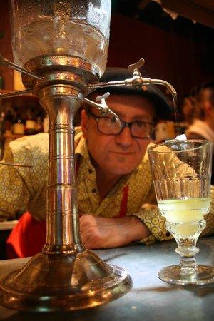 Chez le Pépère : Le miracle du goutte à goutte sur l'absinthe