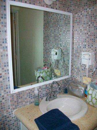 Coco Rio Playa del Carmen:                   Bathroom