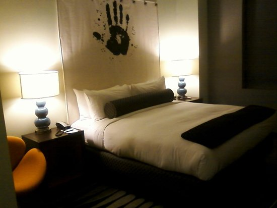 ACME Hotel Company Chicago:                   Cute bedroom-wonderful bedding!