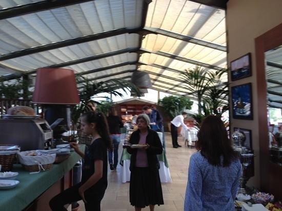 Armada Istanbul Old City Hotel:                   терраса ресторана, завтрак
