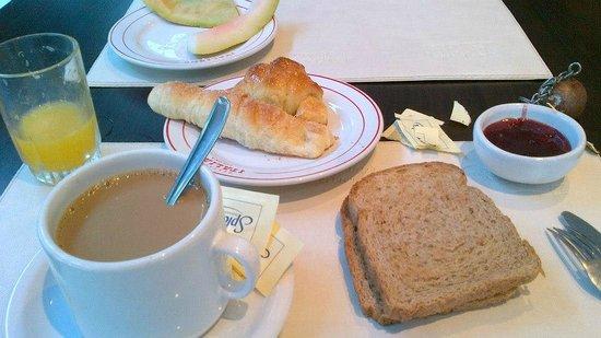 Hotel Italiano:                   Desayuno: Completo.
