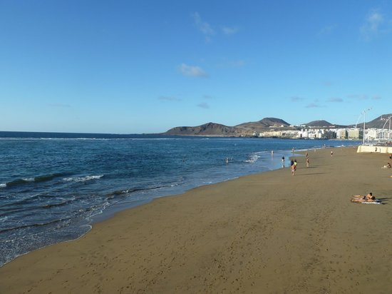 Playa de Las Canteras:                   la spiaggia alla mattina