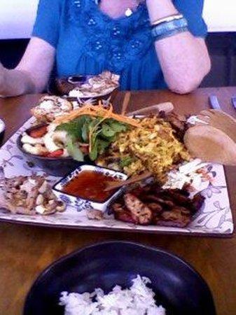 ming garden chinese restaurant :                   Zhou Zhou's lunch platter
