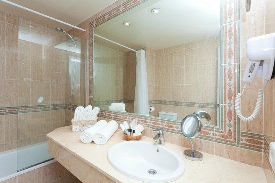 FERGUS Style Cala Blanca Suites: Bathroom