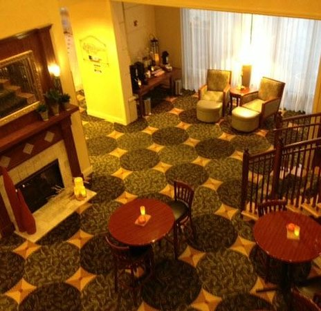 Hilton Garden Inn Jacksonville / Ponte Vedra: Relaxation Oasis (cyber cafe, Starbucks coffee, library, TV, fireplace)