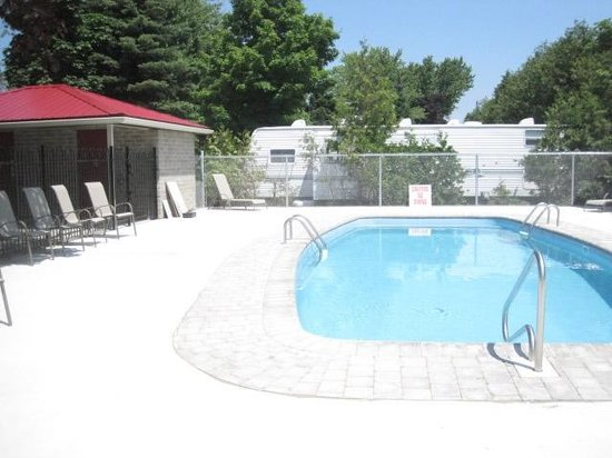 Carsons Camp: West side outdoor pool