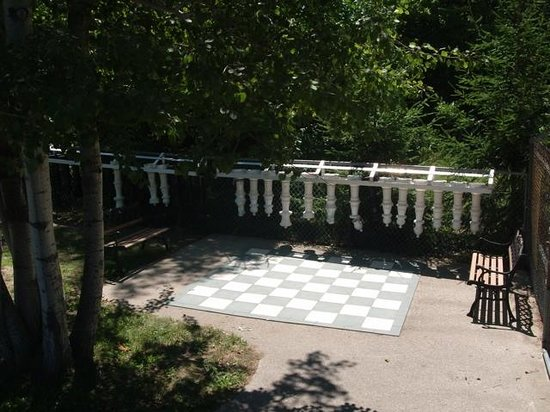 Carsons Camp: West side chess