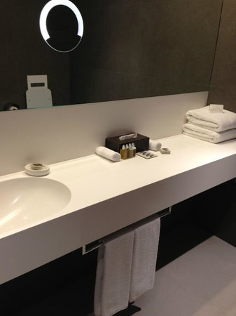Hotel Cubo:                   Beautiful Bathroom