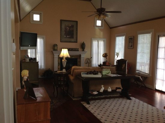 Lillian Farms Country Estate:                   Living Area