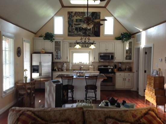 Lillian Farms Country Estate:                   Kitchen Area