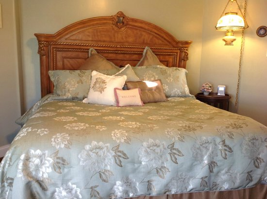 Lillian Farms Country Estate:                   Bed