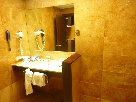 Hotel Acta Atrium Palace:                                     Salle de bain chambre double
