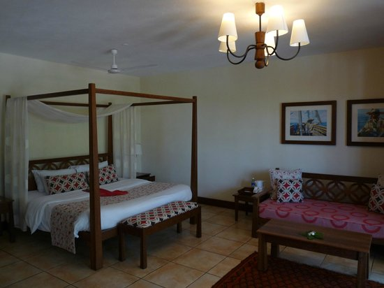 The Baobab - Baobab Beach Resort & Spa :                   So spacious - Maridadi Deluxe room