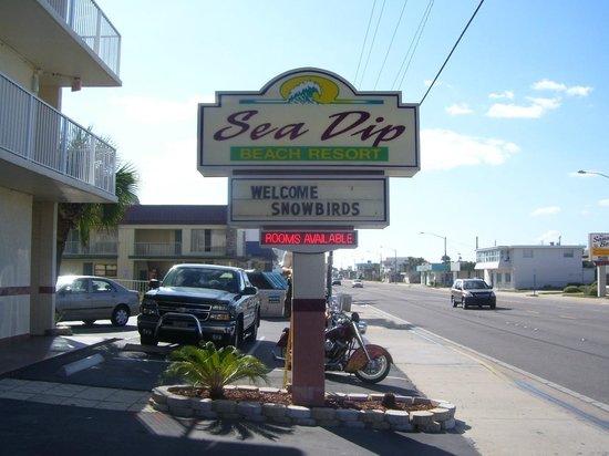 Sea Dip Beach Resort and Condominiums: Front of the Sea Dip Beach Resort