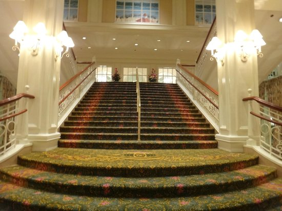 Disney's Grand Floridian Resort & Spa:                   Escalera del hotel