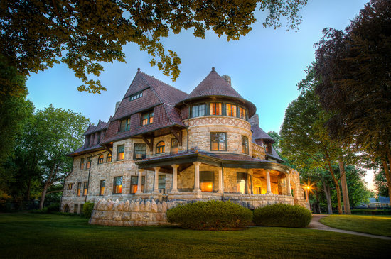 South Bend, Индиана:                   Oliver Mansion, Built in 1895