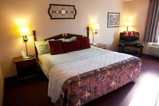 Scenic Hills Inn: Top floor King Leisure with Reclaner