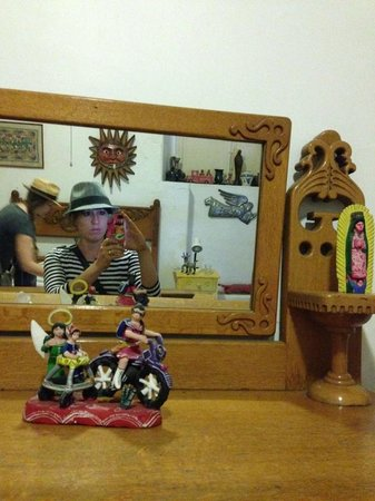 Casa Colonial:                   casa room + amazing folk art