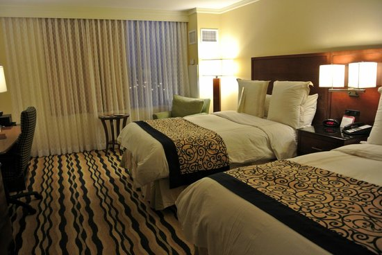 Newport News Marriott at City Center:                   Bedroom