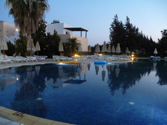 Matina Pefkos Aparthotel:                                     The main pool
