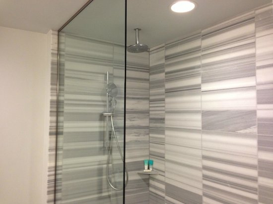 ‪‪Hyatt Centric The Pike Long Beach‬:                   Shower