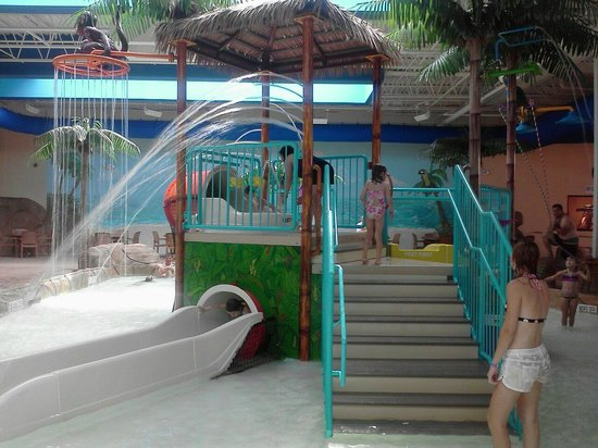 Palm Island Indoor Waterpark:                                                       area for smaller kids