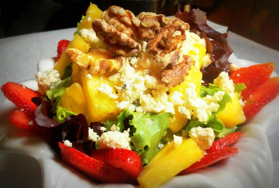 Pemberton Coffeehouse: Summer bounty salad
