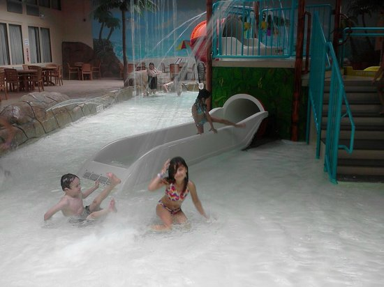 ‪‪Palm Island Indoor Waterpark‬:                                                       small water slide