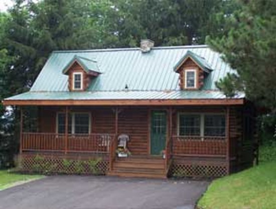 Amish Country Lodging: Evergreen Log Cabin