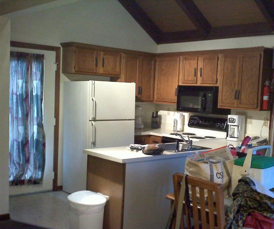 Wyndham Resort at Fairfield Mountains:                                                       Functional Kitchen.