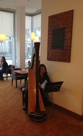 InterContinental Warszawa:                   Harp at breakfast